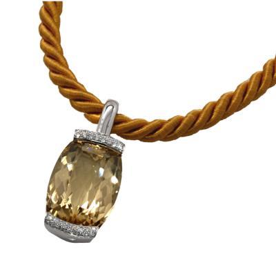 Atelier CWM - zeitloses Goldberyll-Collier mit passender Seidenkordel und Goldschließe